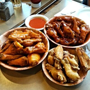 Hot-Buffalo-Wings-Honey-Garlic-Wings-Dry-Wings-Taster-@torontofoodmonkey-_-Check-out-The-Top-15-Wing